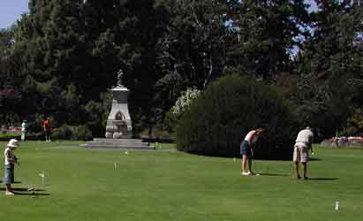 Putting Green & Burns Monument