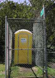 Locked-up ball diamond potty